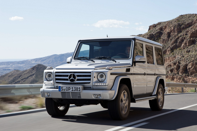Mercedes-Benz G-Class經過近四十年的發展,車室的豪華舒適前所未有,不過剛硬的外觀線條依然不變,力拔山河的性能依舊讓車迷瘋狂。