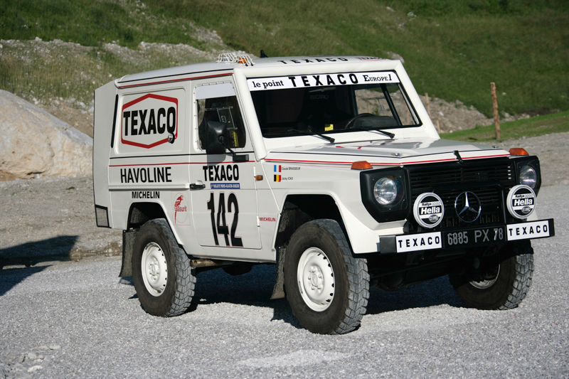 1983年由Jaky Ickx所駕駛的280 GE順利奪得達卡越野沙漠大賽冠軍,向世界宣示無可置疑的強悍性能,自此G-Wagen越野盛名達到高峰。