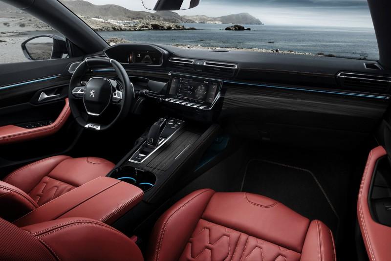 最新一代Peugeot i-Cockpit以最精緻的設計與及高級材料提供駕駛員一個既優雅且高科技的操作環境