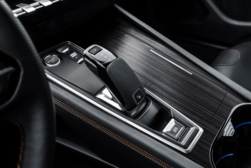 508車系的線傳排檔座比目前國內導入3008/5008多出駕駛模式選擇以及自動停車按鍵