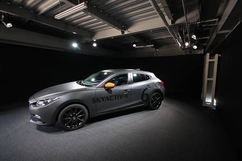 本次Skyactiv-X體驗活動靠的就是這輛不起眼的現行Mazda 3,但骨子裏其實已經是全新世代大改款Mazda 3,只不過包上了舊車殼作為偽裝而已。