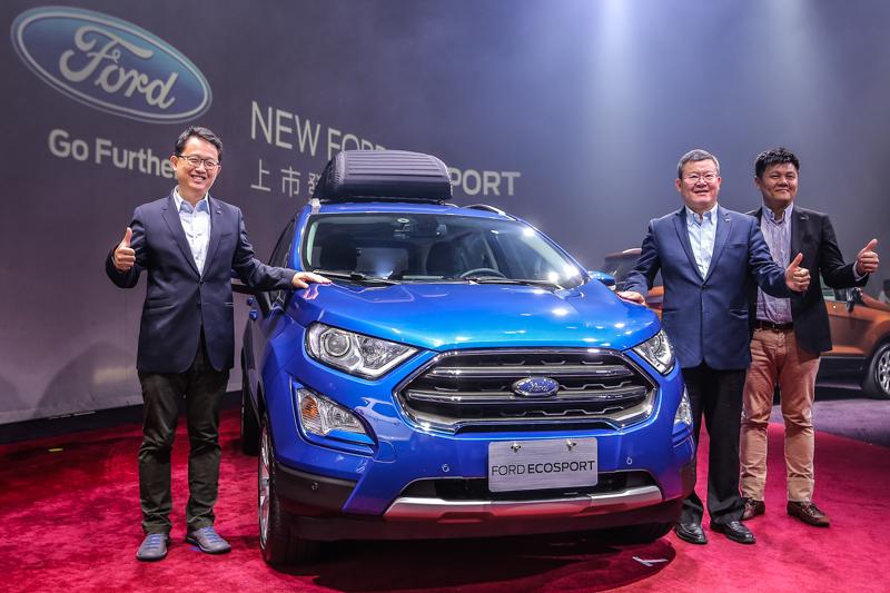 福特六和營銷服務處副總經理張景弼、總裁朱忠園、行銷處長沈仁偉一同揭幕小改款EcoSport。