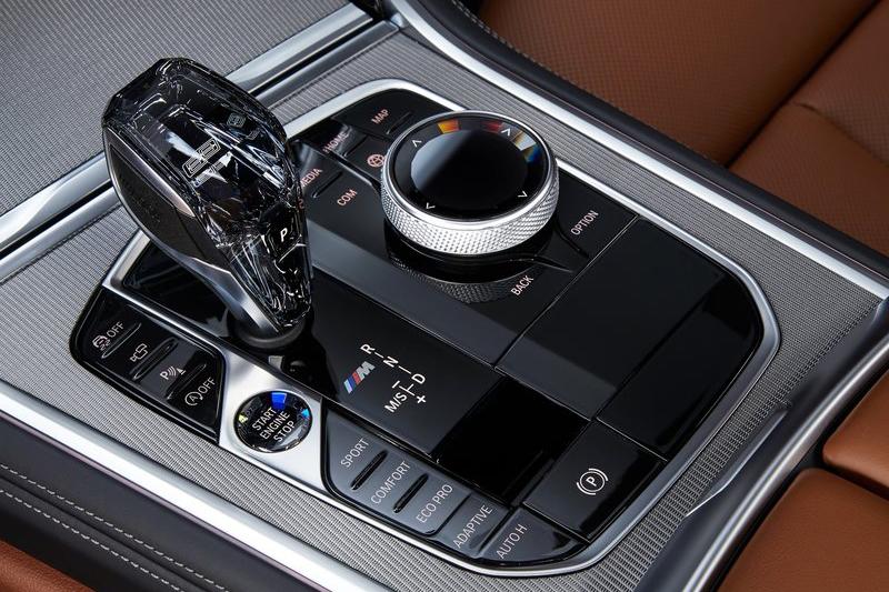8速手自排變速箱在BMW上不稀奇,但這麼漂亮的排檔頭就厲害了!