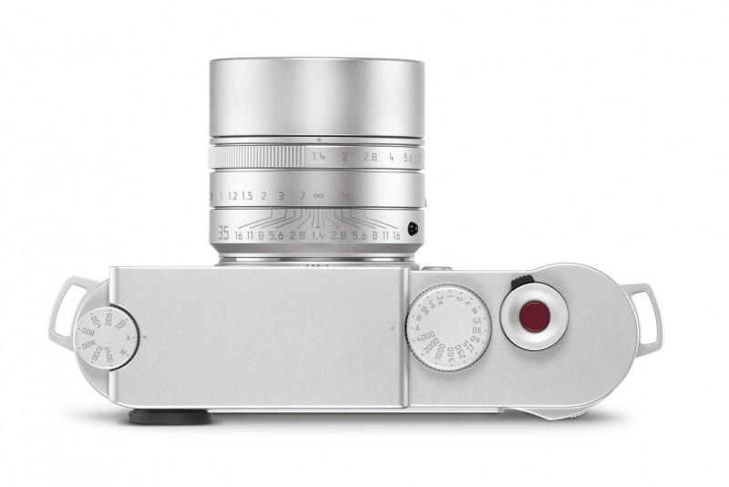 沒有Range Finder相機使用經驗的讀者,看到這樣機頂設計絕對傻眼