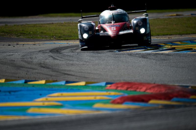 2016年對Toyota來說堪稱最悲情的一年,五號車從領先到最後一刻在終點線前輸掉比賽,也是Le Mans賽事史上最戲劇性的一年。