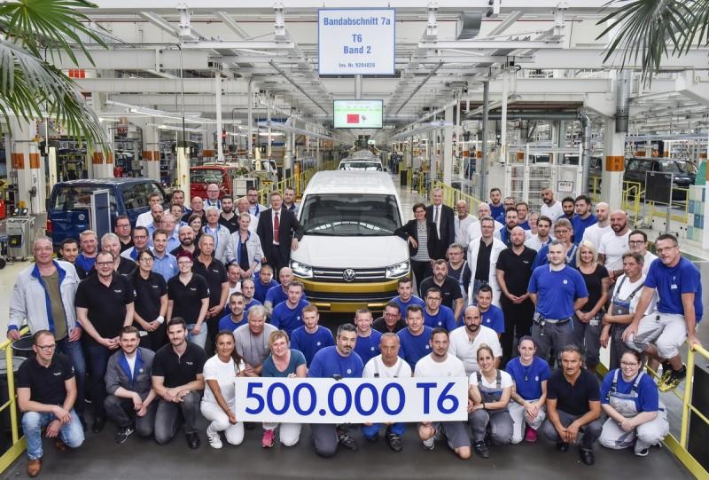 第50萬台的Transporter車系日前自漢諾威出廠,為Multivan 黃白雙色特仕車款