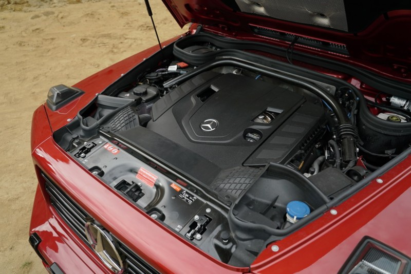 G 500搭載4.0L V8雙渦輪引擎,同樣具備「Hot inner V」內置雙渦輪技術,具備422hp最大馬力與610Nm峰值扭力,0-100kmh加速僅需5.9秒