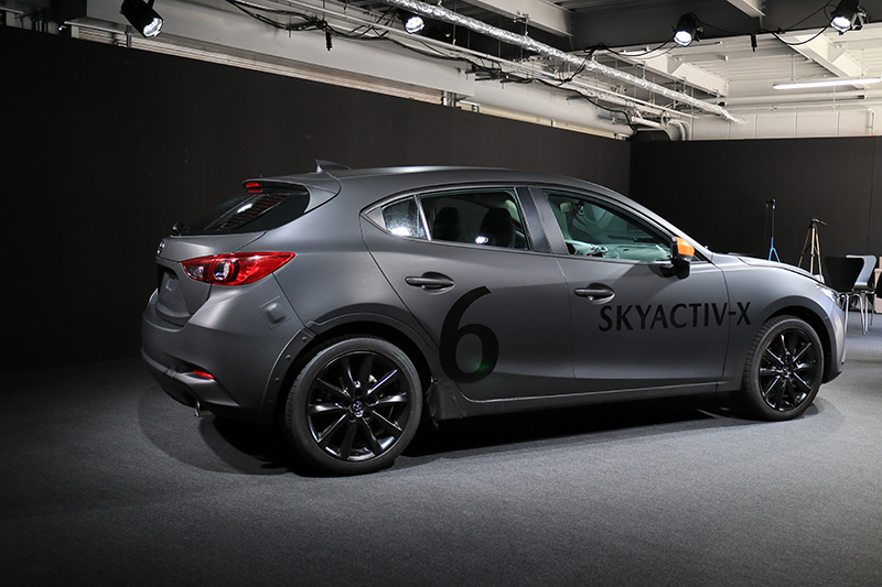 外觀上,這幾輛Skyactiv-X原型車與現行Mazda 3幾乎一模一樣。