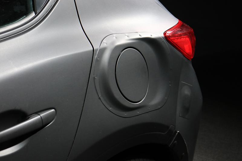 後葉子板的加油孔部分就可見這輛原型車的蹊蹺之處。