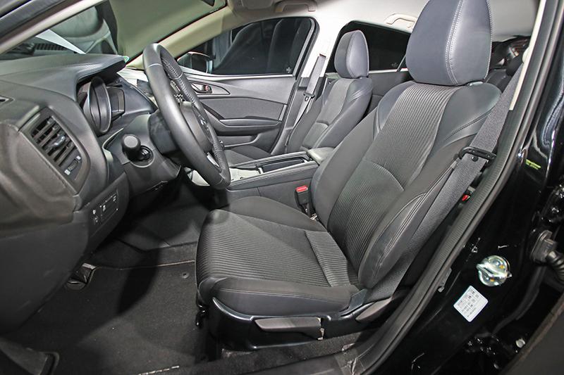 座椅部分Mazda也特地改變填料與設計,與乘坐者的臀部、背部、腿部更為服貼。