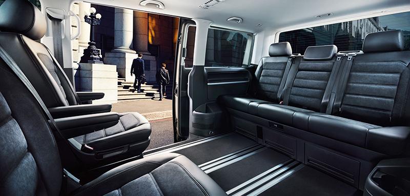 在方正寬敞的座艙架構以及精練雅緻的質感營造下,Volkswagen Multivan因而成為商務人士的最愛。