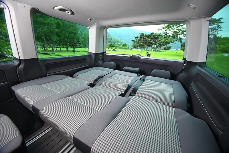 除卻商務用途,Volkswagen Multivan也擁有遠遠超越一般SUV車款的寬敞空間與休旅機能,無論工作、休閒皆相宜。