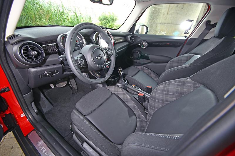 座艙大致維持既有設計,依舊一派英倫調調。