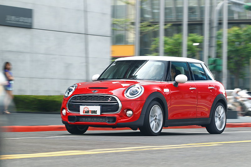 既然試駕Mini,什麼理由不油門踩足一路狂飆?