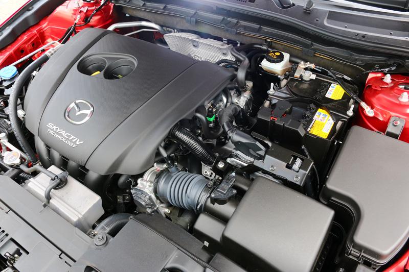動力系統搭載2.0升Skyactiv-G自然進氣引擎,動力輸出線性且順暢。