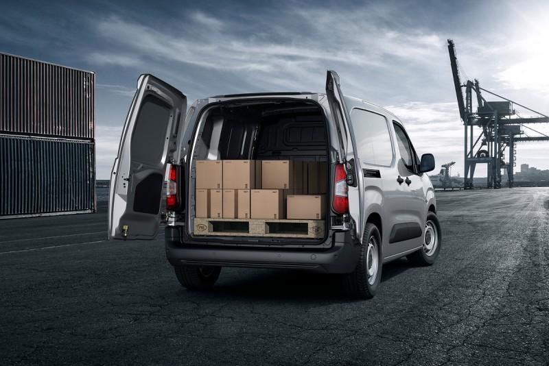 Partner可容納歐規棧板是優點,左右雙開車門才能讓堆高機能夠順利裝卸棧板貨物