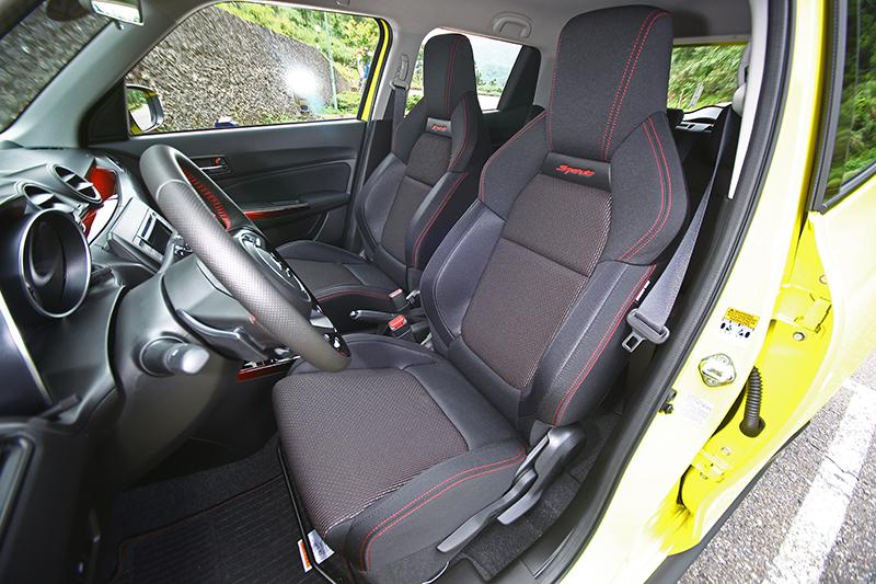 Swift Sport配置了包覆性與支撐性都相當優異的跑車化座椅。