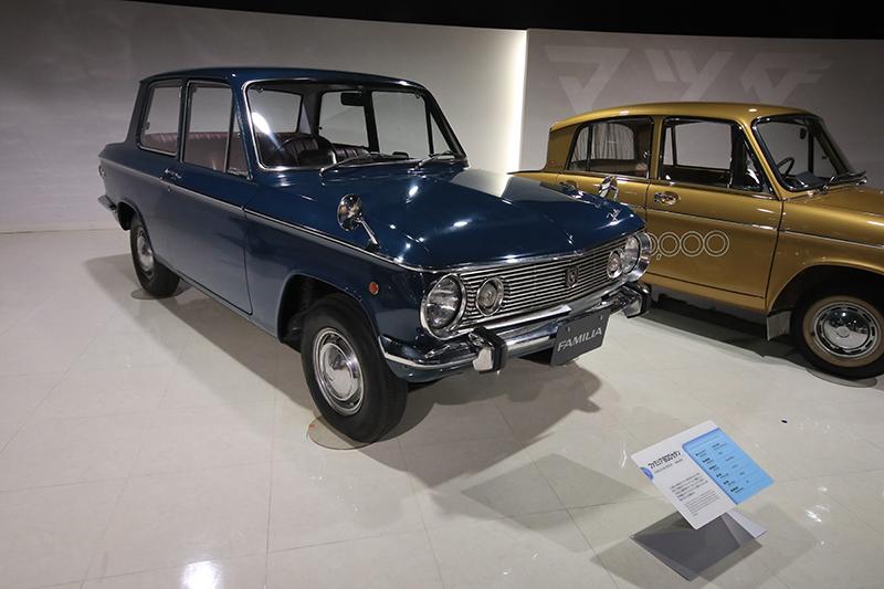 1964年Familia 800 Sedan。