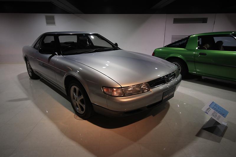 1992年Eunos Cosmo TypeS。