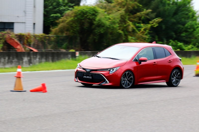 Auris的重心轉移相當迅速,並不會有過多的搖擺產生,優異的穩定性表現能帶給駕駛者相當大的安定感