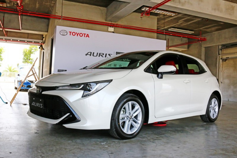 Auris是一輛底子夠且足以跟Mazda 3相抗衡甚至超越的五門掀背