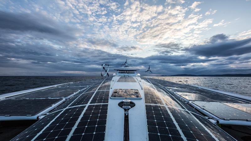 船上除了氫動力系統外,還配有太陽能與風力發電等再生能源系統。