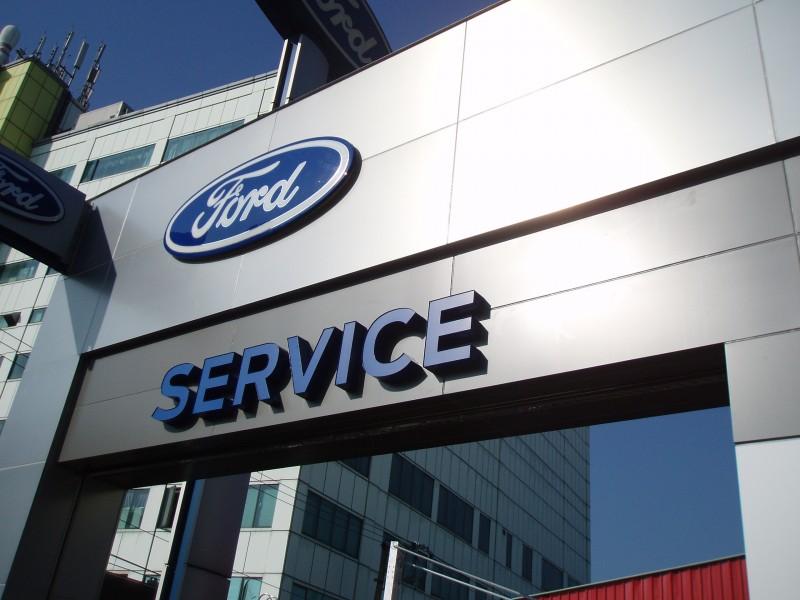 Ford關心全台車主,瑪莉亞強颱來襲提供受災車主免費拖吊、零件工資優惠。