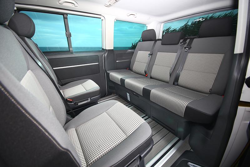 只要將中排座椅180度轉向,Volkswagen Multivan隨即成為行動會議空間。