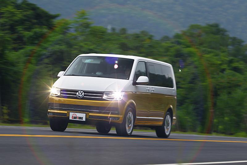 無論高速公路或是蜿蜒蘇花,Volkswagen Multivan的2.0升TDI渦輪增壓柴油動力永遠帶來飽滿加速力道。