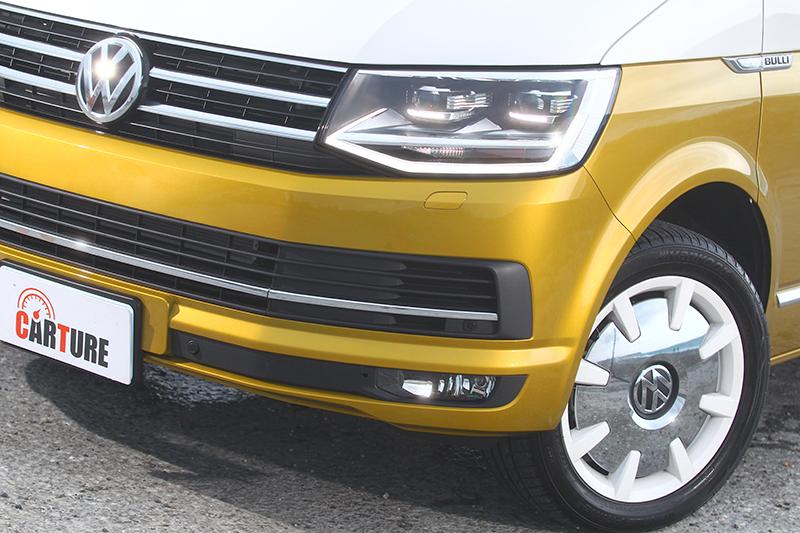 Multivan Bulli 70特仕車擁有雙色烤漆以及眾多專屬設計,視覺效果十足搶眼,在在成為旅途焦點。