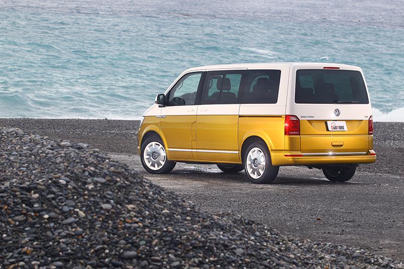 將Volkswagen Multivan開至漂亮景點,寬敞空間隨即化身行動咖啡廳。