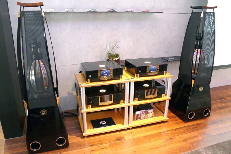 價值千萬的德國MBL 360度揚聲器手工發燒級音響也是「保時捷新北展示暨服務中心」室內焦點之一。