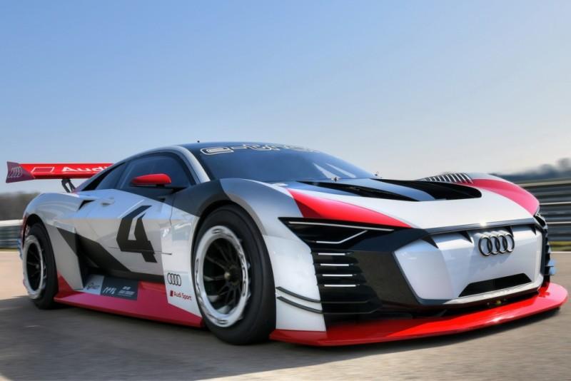 這是Audi e-tron Vision Gran Turismo,擁有與GT-R 50神似車頭設計