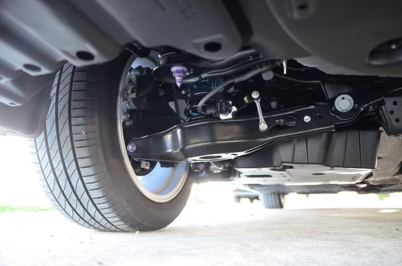 前麥花臣、後多連桿的底盤通常代表著操控與舒適性的保證