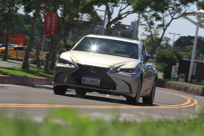 GA-K底盤意外的有著不輸歐系高級車款的動態表現