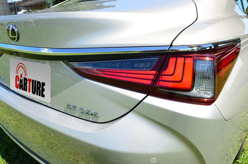 尾燈燈組內部採近期家族車款慣用的多條L型LED光條設計
