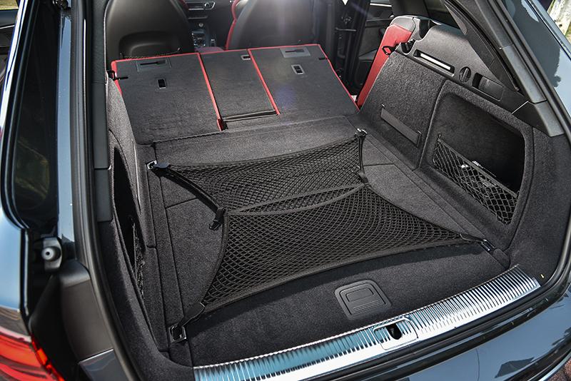 一般狀態下已具備505公升行李廂容積,一旦將4/2/4獨立分離後座椅背完全傾倒,更一舉將置物空間擴增至1,510公升。