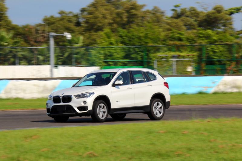 Luxgen特另安排BMW X1用以對照之用,並不是要比出個優劣,而是要讓大家感受U6 GT220已經可以做到一線豪華品牌車款的操控水準。