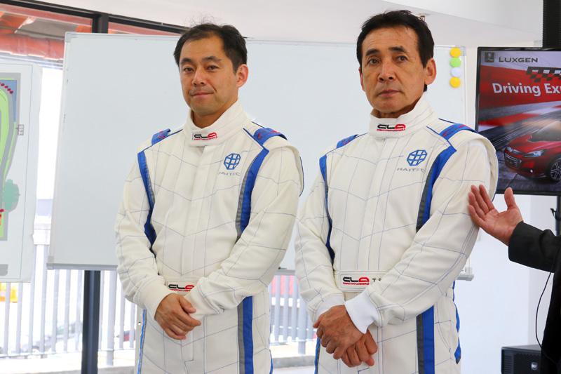在車手Hotlap項目中,由知名的日籍賽車手鈴木利男〈右〉與檜井保孝〈左〉負責載著媒體朋友下場體驗。