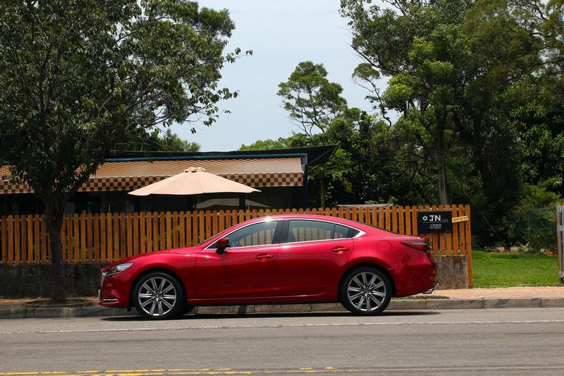 外觀其它部位並未做明顯更動,車身流線替車輛注入生命力。