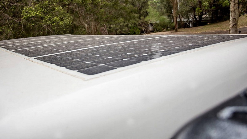 車頂的太陽能板能作為設備的電力來源