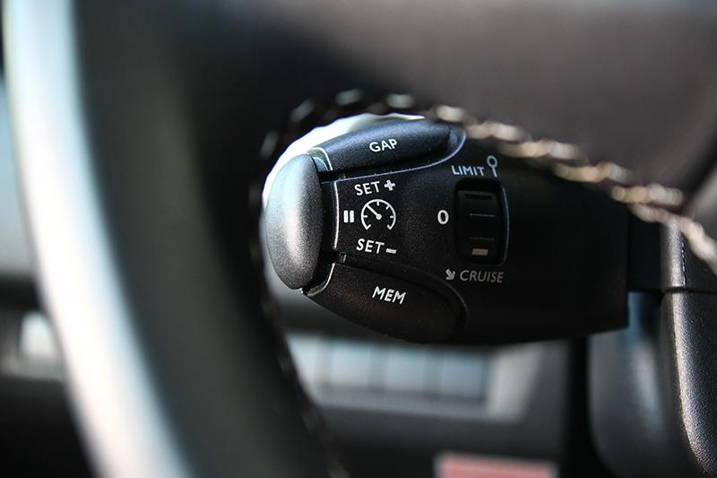 包括ACC主動式定速巡航在內等多項駕駛輔助配備,皆為TRAVELLER領航家旗艦版以上車型之標準配備。