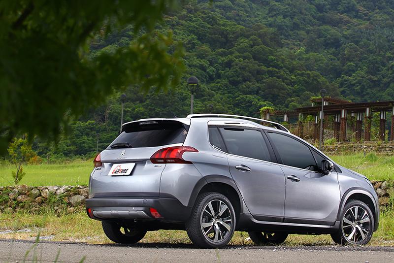 小改款後的2008 SUV,以充滿肌肉感之鈑件折線與防刮飾板帶出濃厚越野氛圍。