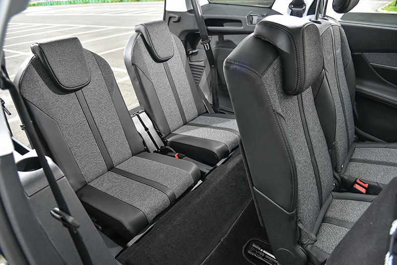 第三排兩張座椅不僅可提供兩名成人入座,同時也具備收折或拆卸的功能,空間變化更加靈活。