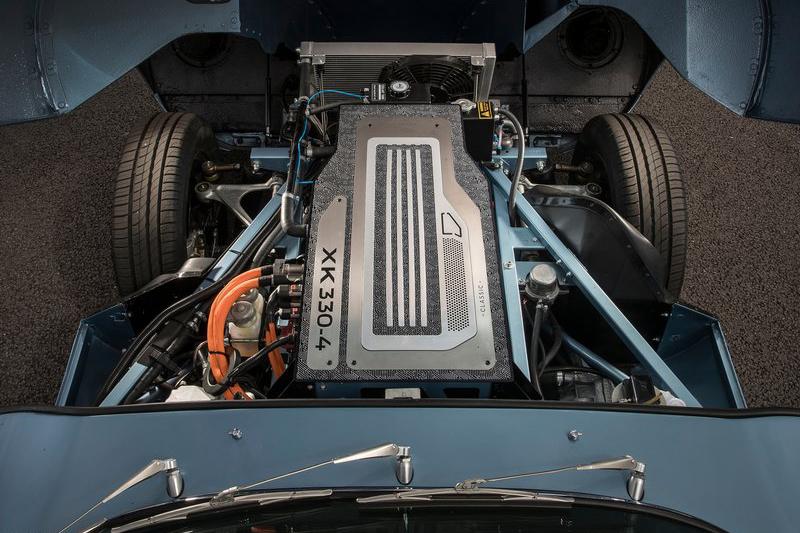 車頭原本的引擎室被放入40kWh鋰離子電池電池模組。