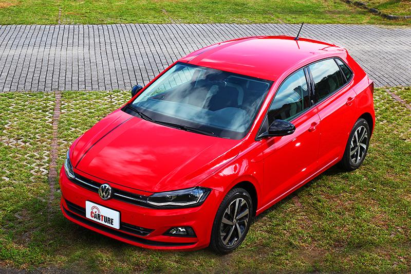 引擎蓋與車頂配有beats專屬紅色飾條。