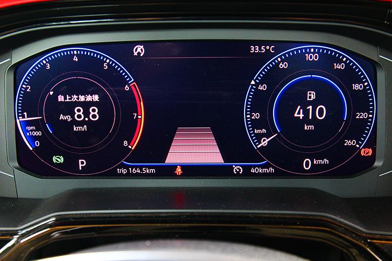 10.25吋數位儀表具有三種顯示模式及提供多項行車資訊,但未有導航功能則屬遺憾。