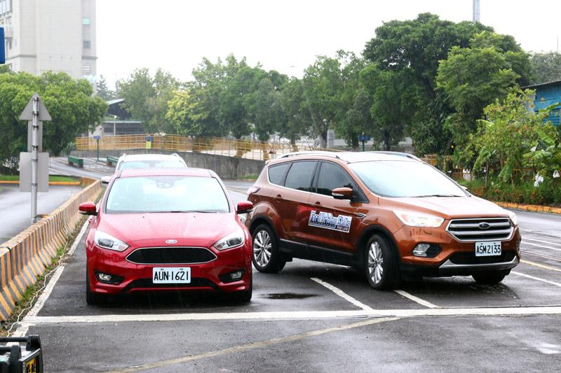 APA主動式全方位停車輔助系統可由系統自動完成停車。