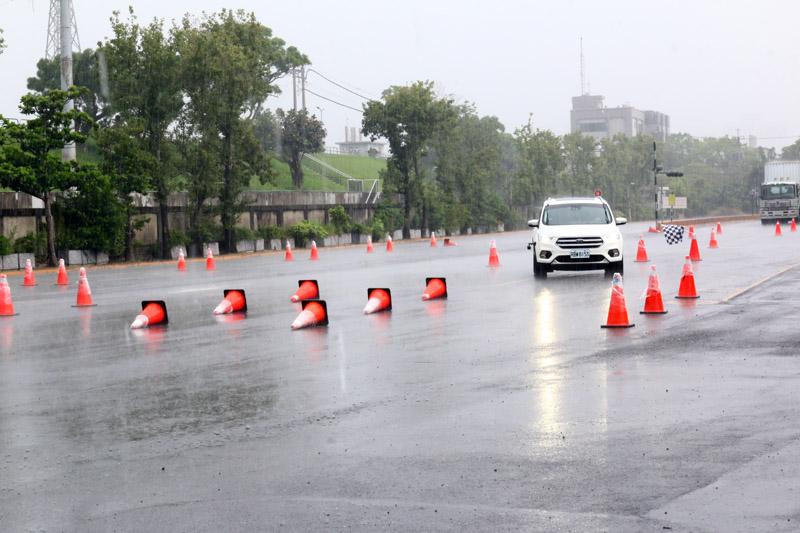 活動當天不時下著大雨,正好也讓所有人多了濕地迴避的經驗。