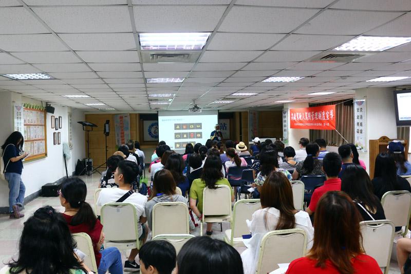 無論室內或室外課多數參與者都十分投入學習。